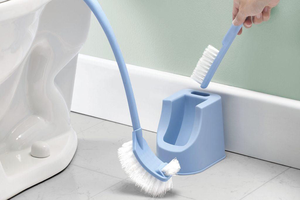 Tri-cepillo WC Betterware - Tres cepillos en un solo set para mantener tu baño limpio y ordenado.