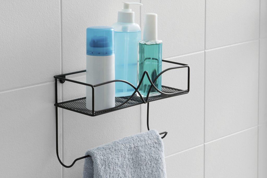 Dale una imagen increíble a tu baño con Canasta Toallerro Stilo, Betterware además puedes colocar cremas, desodorantes o jabón en la parte superior y tu toalla de manos en la parte inferior.