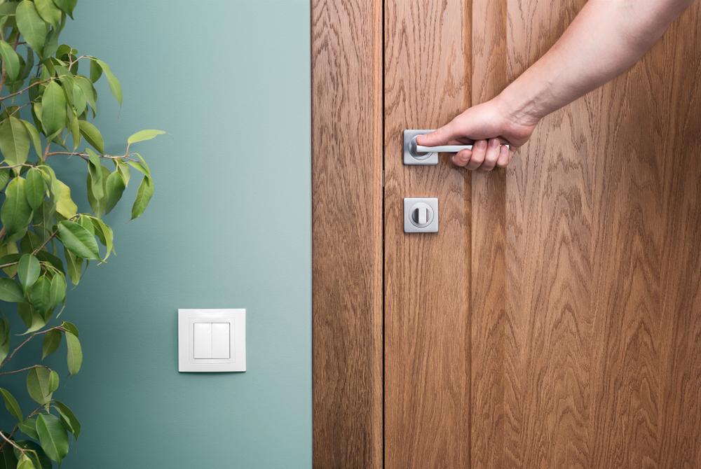 Mantén tu hogar fresco con las puertas cerradas